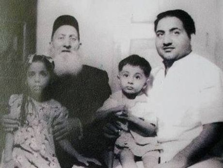 Mohammed Rafi With His Father And Children