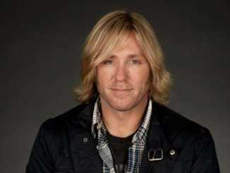 Ron Eldard holds a net worth of $500,000 as of 2019.