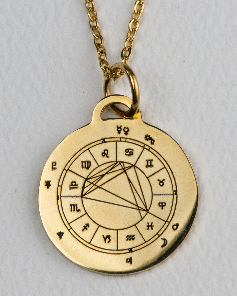 pendant-gold-front-800-1000