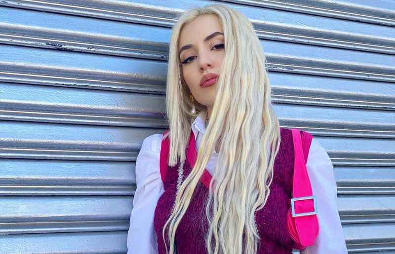 Ava Max class is in session