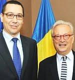 Hannes Swoboda afişându-se cu Victor Ponta în iunie 2012, pe când susţinea prezenţa acestuia la Consiliul European, înainte de lovitura de stat eşuată din iulie.