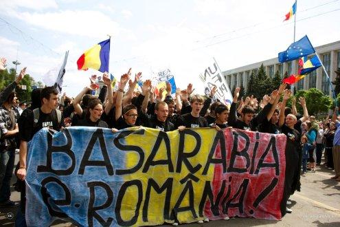 Republica Moldova alege. Est sau Vest (revista presei)