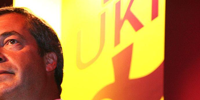 Ciupit puţin, Nigel Farage demisionează din fruntea UKIP