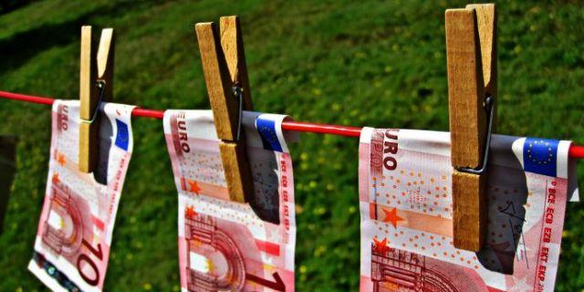 bani pentru partid