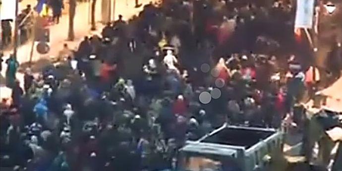 Defectul cel mai mare al societăţii civile azi, în România, este…