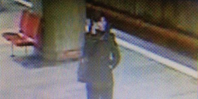 Tânără împinsă acum sub roţile metroului de o femeie
