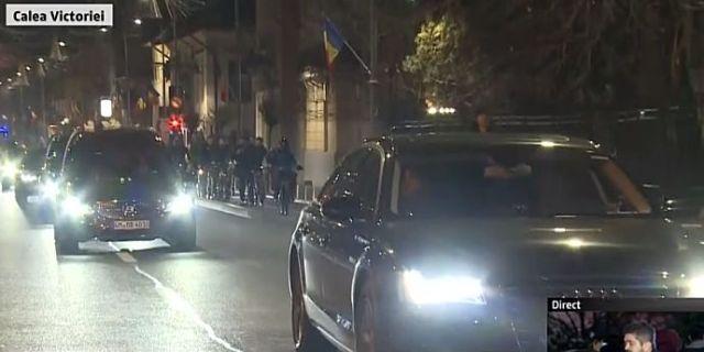 Regele Mihai a ajuns acum în Bucureşti, cortegiu funerar