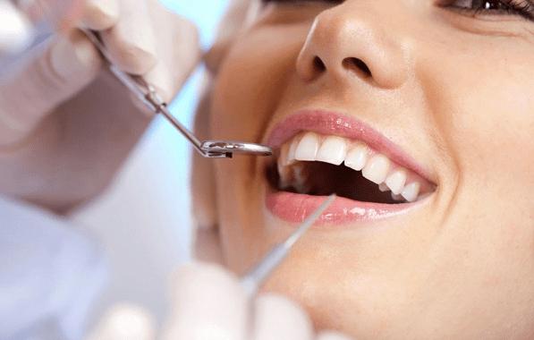 Studiile arata ca implantul dentar este preferat de romanii care se confrunta cu pierderea dintilor