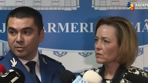 Cucoş de la Jandarmerie se comportă ca o găină şi jură pe steag că n-a făcut