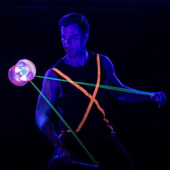 Glowmot!on