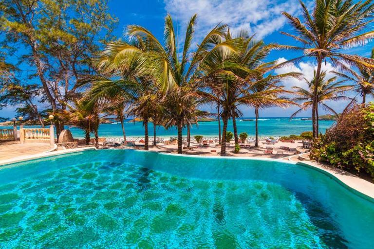 Lily Palm Beach Resort swimming pool.