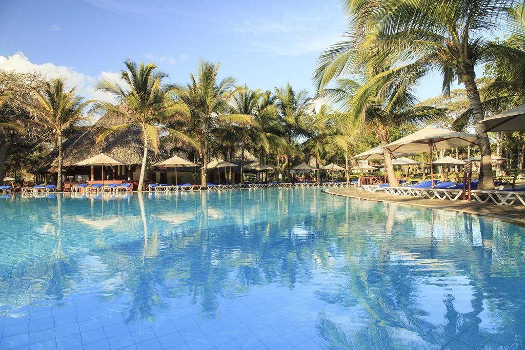 Baobab Beach Resort swimming pool
