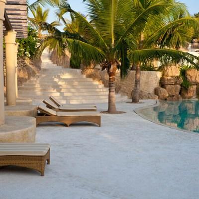 Infinity-pool-beds