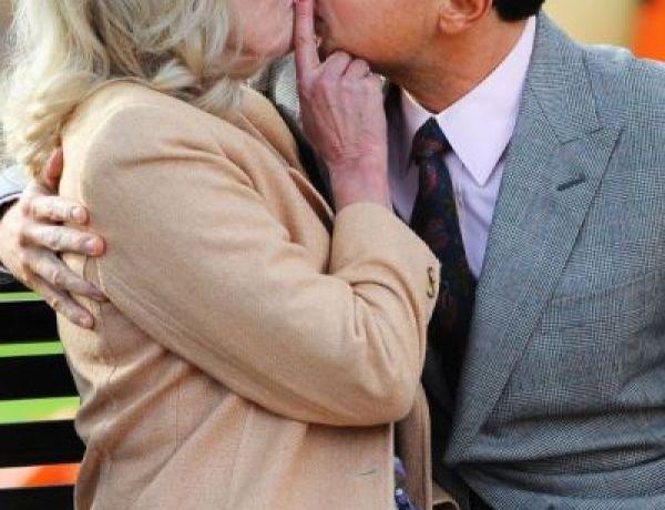 Leonard Di Caprio  en train d'embrasser une mamie!