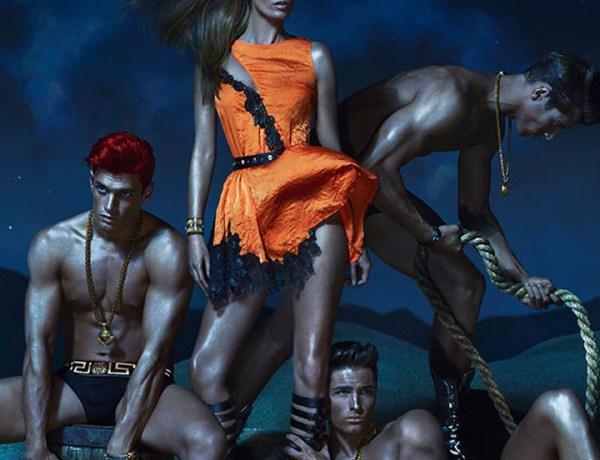 Kate Moss méconnaissable dans une campagne pour Versace