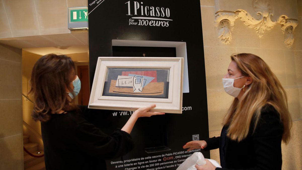 On lui offre un ticket et elle remporte un Picasso valant 1 million d'euros !