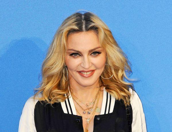 Madonna en béquilles pour manifester à Londres