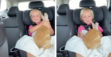 Cute : Cette petite fille est trop contente de recevoir son nouveau lapin