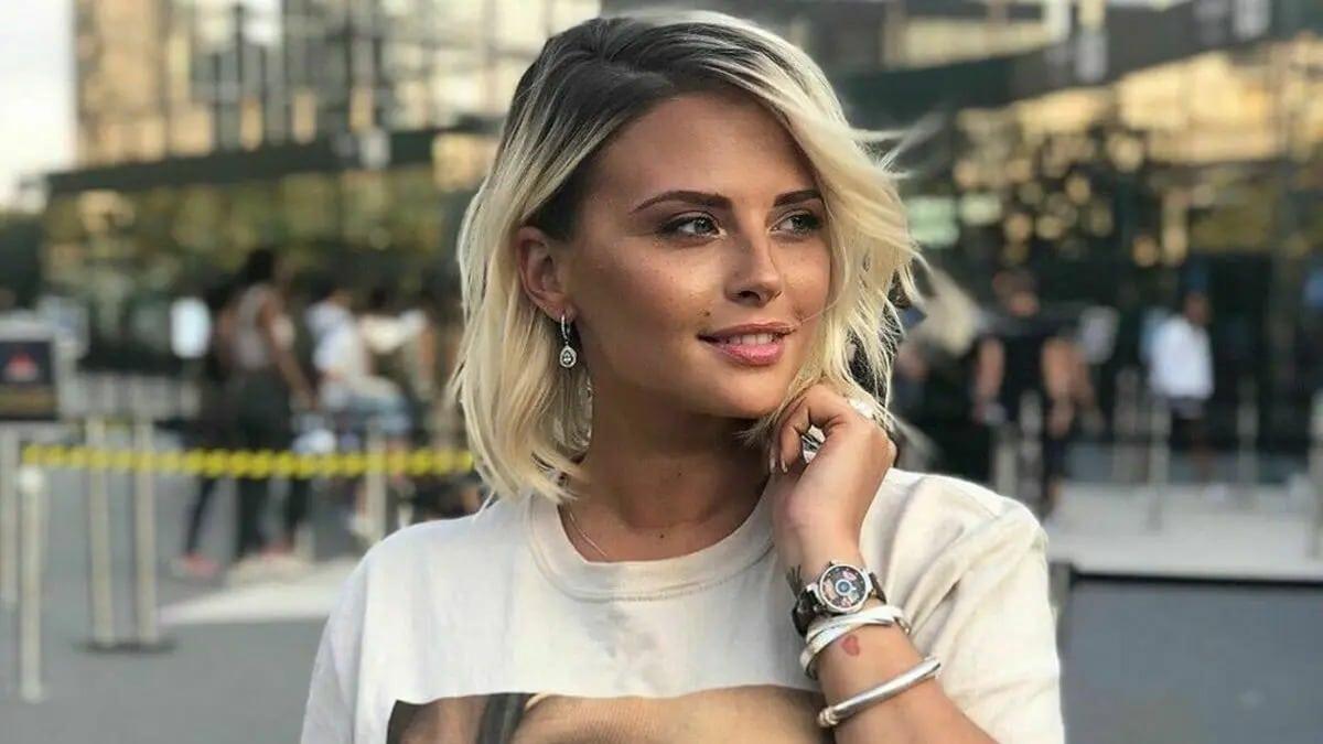 Kelly Vedovelli fausse blonde : Elle opte pour un nouveau look plus naturel et surprend les internautes !