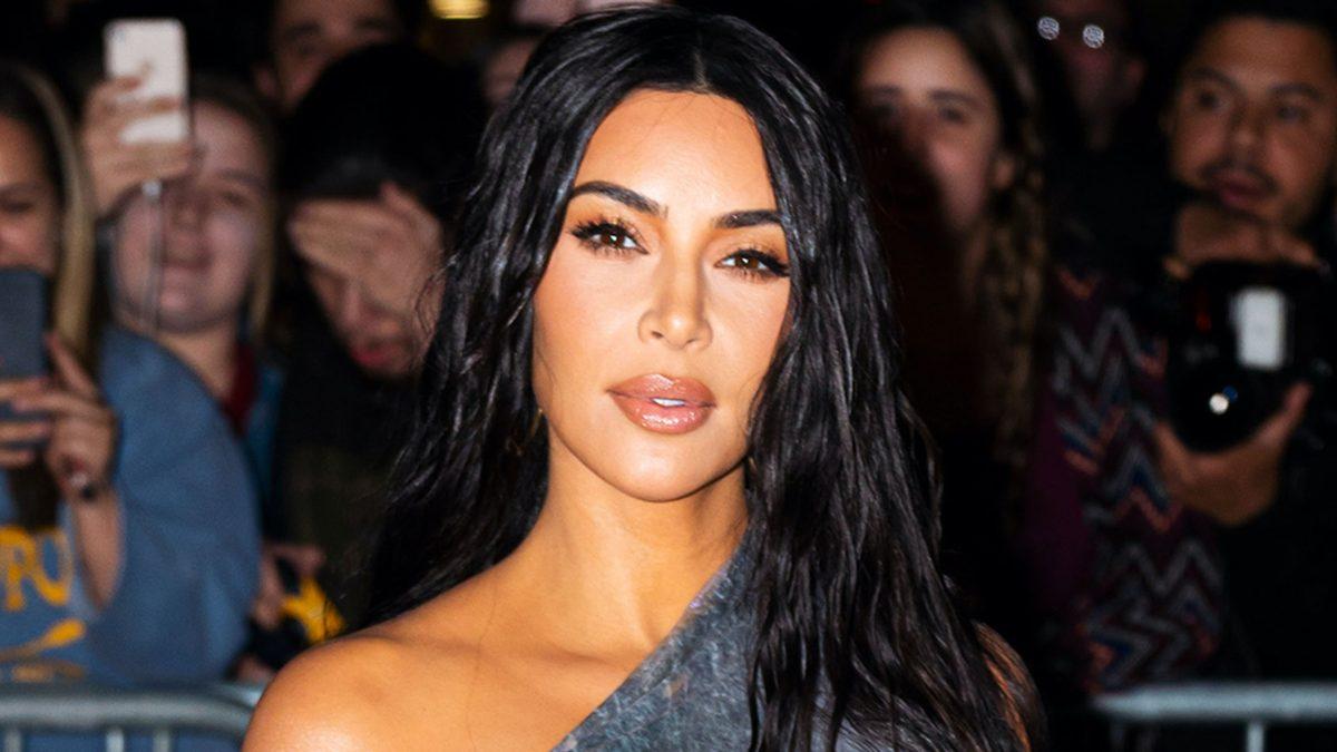 Kim Kardashian s'affiche en bikini sur une île paradisiaque pour ses 40 ans