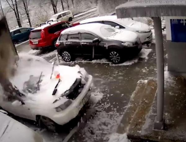 Il déneige sa voiture et frôle la mort de très près !