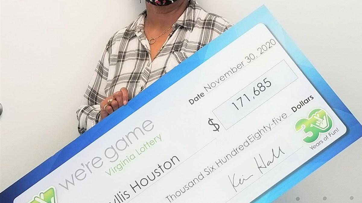 États-Unis : Elle veut remplacer sa guirlande de Noël et gagne 145 000 euros à la loterie !