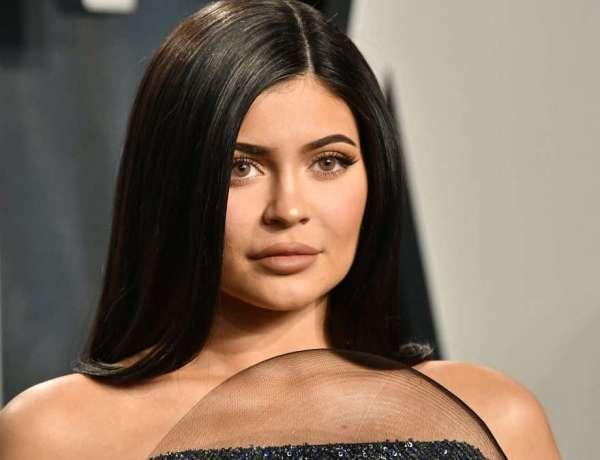 Kylie Jenner : Violemment interpellée par des militants anti-fourrure à la sortie d'un magasin «Tu es un monstre !»