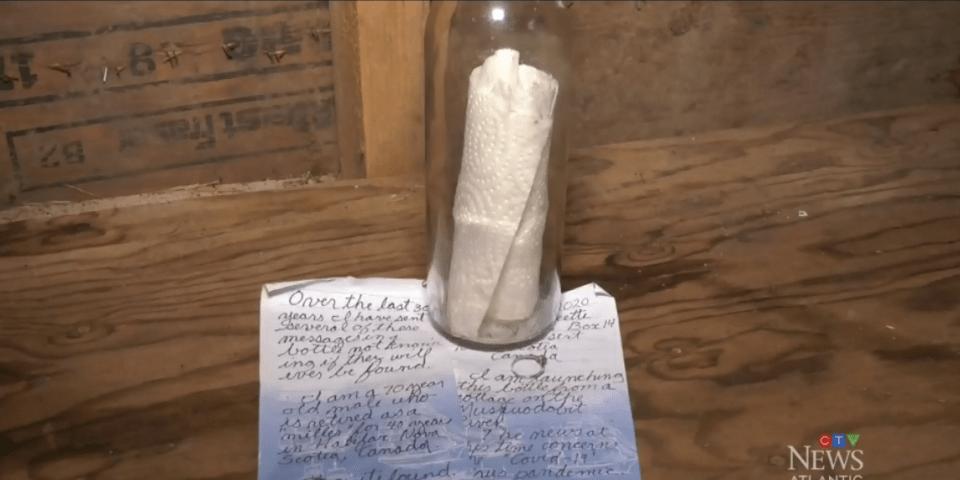 Canada : Un kite-surfeur trouve une bouteille à la mer avec un l'intérieur, une bague en diamant