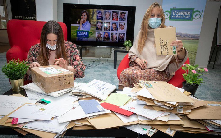L'amour est dans le pré : Louise et Anne trient les courriers