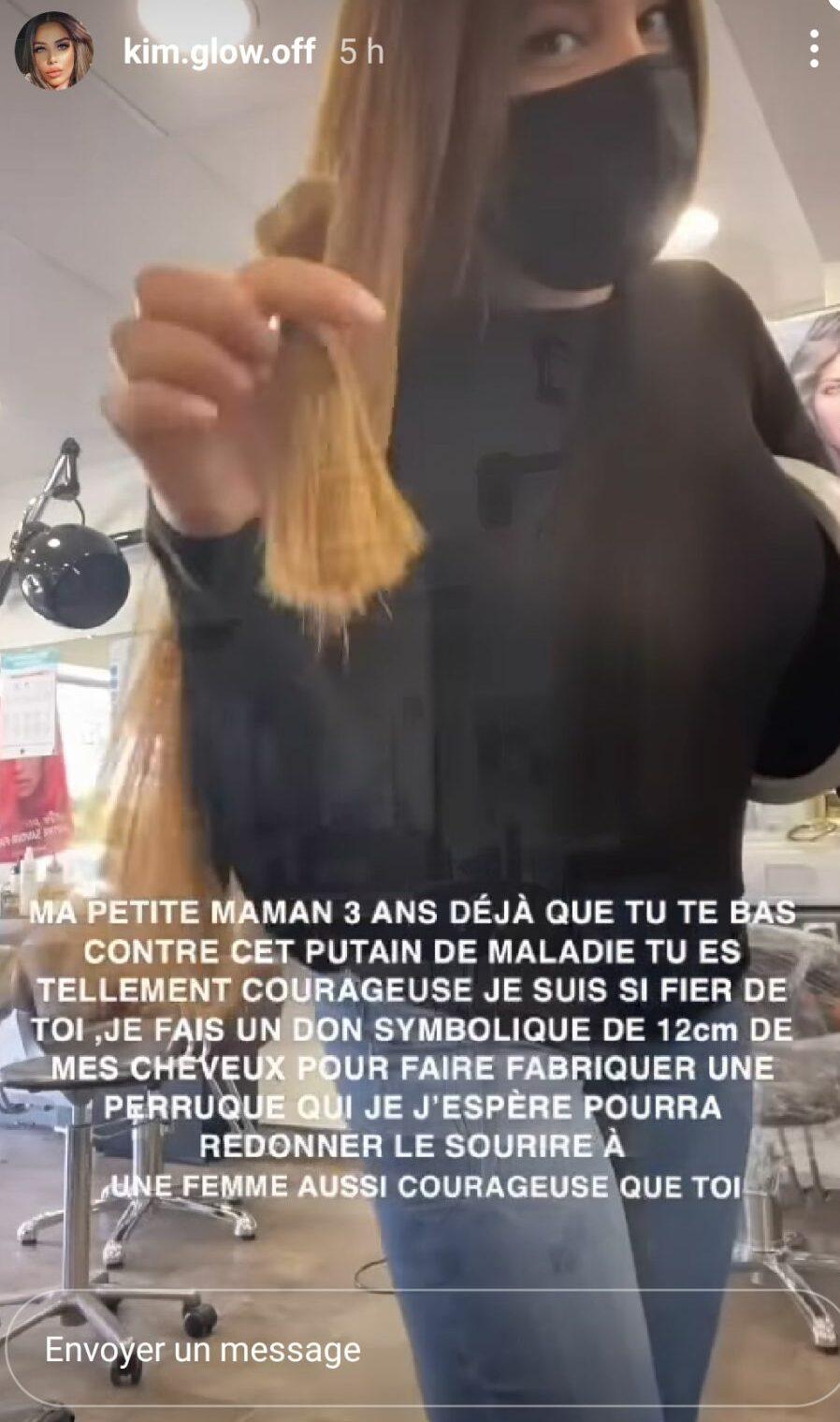 Kim Glow: Elle fait don de ses cheveux, en soutien à sa mère, atteinte d'un cancer