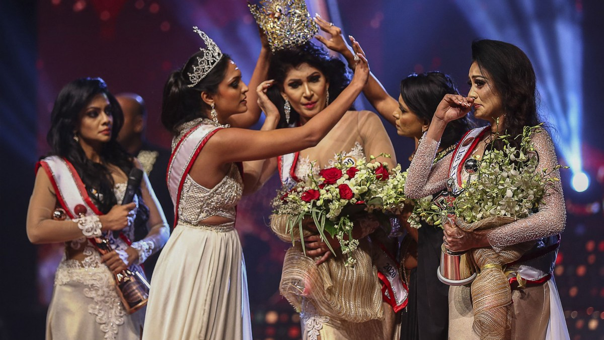 Miss Sri Lanka : La gagnante Pushpika De Silva se fait retirer la couronne de la tête !