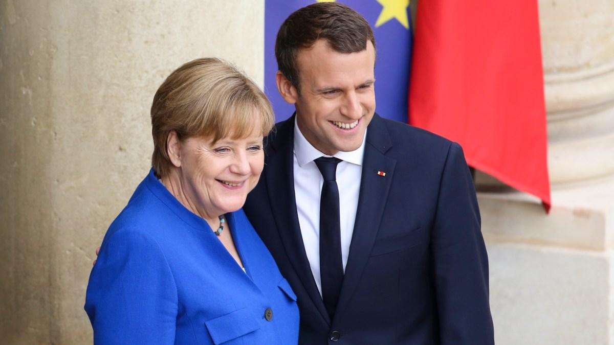 Emmanuel Macron torse nu et en jet-ski : Ces clichés qui ont fait rire Angela Merkel