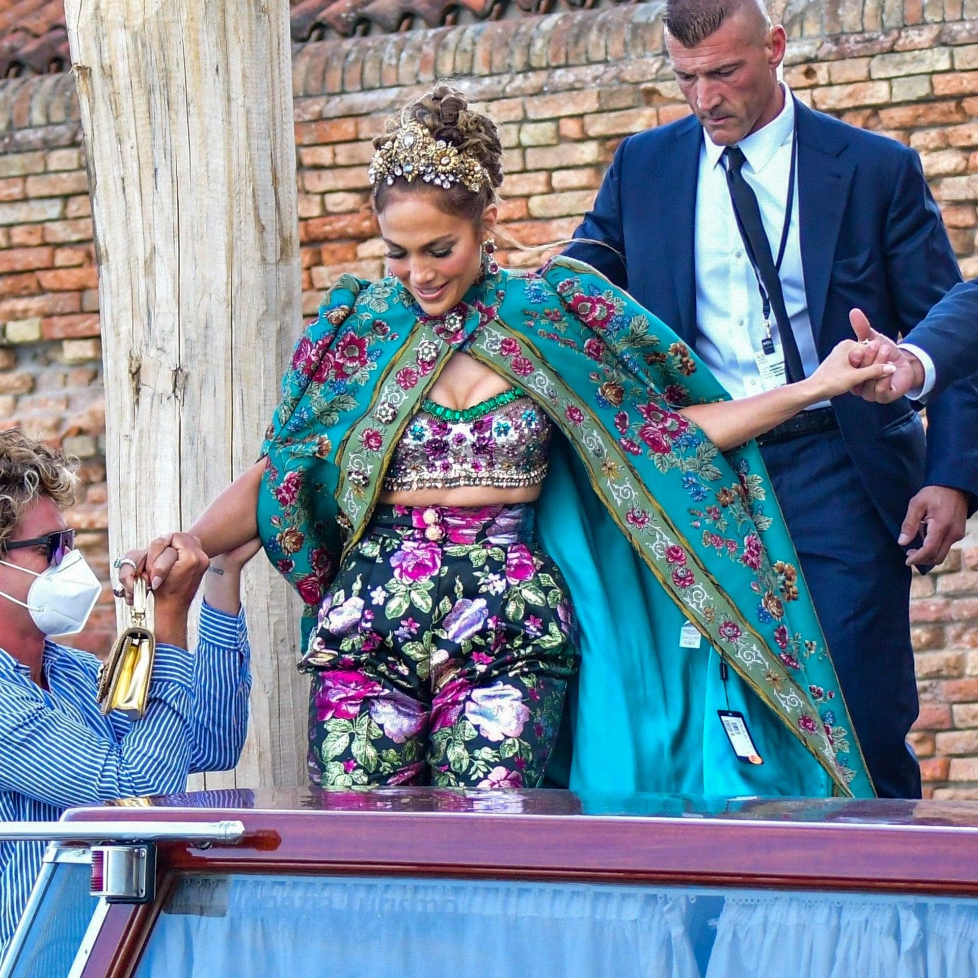 Jennifer Lopez : son look Dolce & Gabbana ne passe pas inaperçu à Venise !