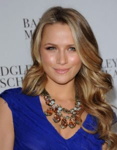 Shantel VanSanten Measurements, Height, Weight, Bra Size, Age, Wiki, Affairs