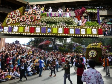 ABS-CBN Regional Network Group recently participated in the 2013 Panagbenga Floral Float Parade_2 (1)