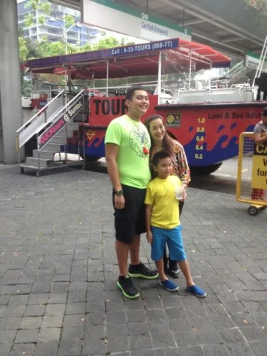 Kris with sons Josh and Bimby