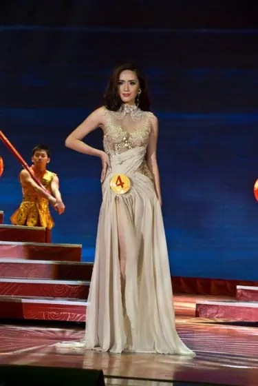 Candidate 4 Rolini Lim Pineda, winner of Miss Chinatown Philippines 2013 and Best in Evening Gown