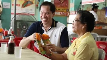 Chef Sandy gets his hands on Manang Glory's famous empanada