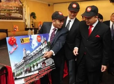 HBR Group CEO Khairil Akmal Hanafi (left) sharing further information on Tune Hotel Alor Setar to the State Executive Councillor for Tourism Dato' Mohd Rawi Abd Hamid (right) while Tune Hotels Regional Manager North Dennis Cheng (centre) looks on.