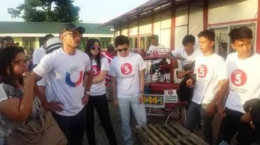 Derek and other Kapatid Stars in Tacloban