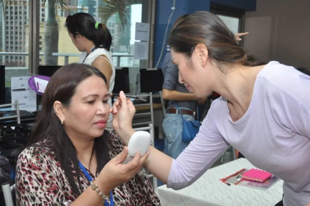 Make Up Artist Mica Tuaño during  her demo at the Power Over Cervical  Cancer, Power Wives Event 5