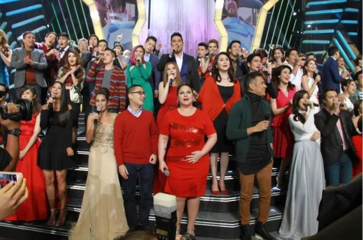 ABS-CBN president and CEO Charo Santos-Concio and ABS-CBN COO Carlo Katigbak join the fun at the Christmas special