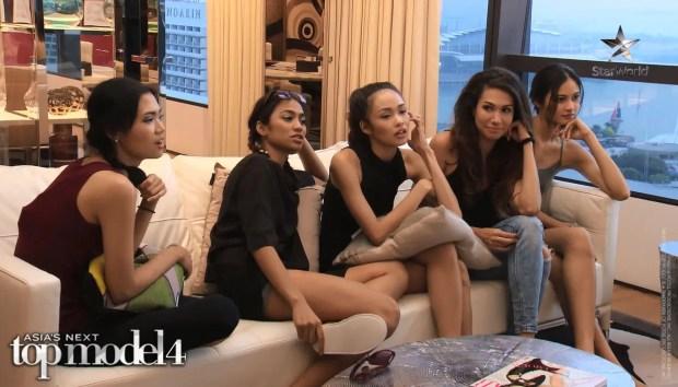 Girls in the model house 2