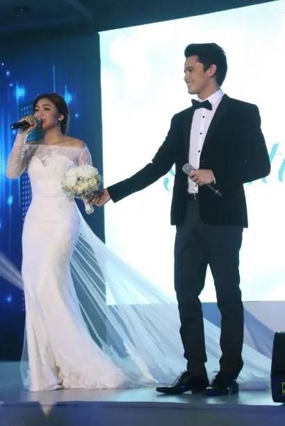 Nadine Lustre and James Reid at ABS-CBN Gabi ng Pangarap Trade Event