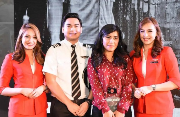 """The """"AirAsia Travel Photographer 2016"""", Ms. Kimberly Pauig (3rd from left) together with the Philippines AirAsia Pilot and Cabin Crew."""