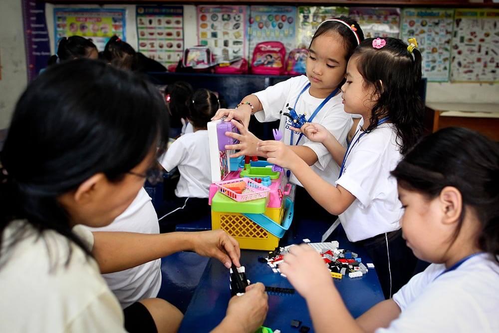 flickor-leker-filippinera-crame