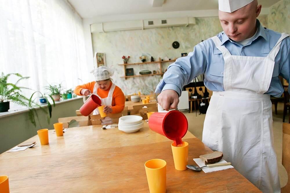 Belarus Pojke Haller Upp