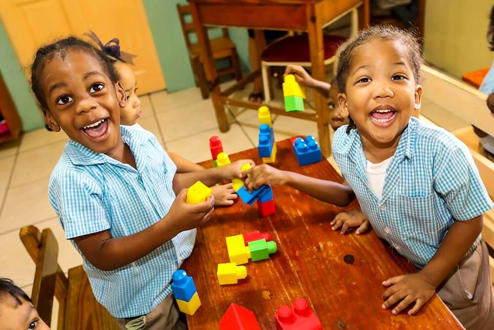 pojkar-med-klossar-trinidad-maloney