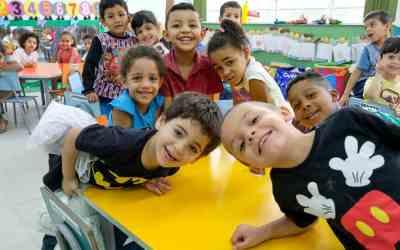 Följ med en dag på förskolan i Sâo Paulo
