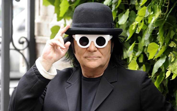 Renato zero Amici anni 70 Look Esistenzialista Trucco parrucco boa struzzo occhiali